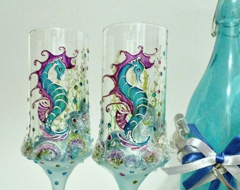 Beach Wedding Glasses Champagne flutes Toasting glasses HAND PAINTED Unique Glasses Seahorse and pearls Set of 2 Beach wedding flutes
