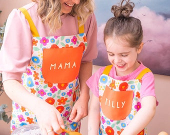 Mum and Daughter Apron - Floral apron set - Cotton Apron Set - Matching Aprons- Apron With Name- Craft Apron - Baking Apron - Made in the uk
