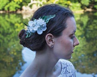 White Flower Comb