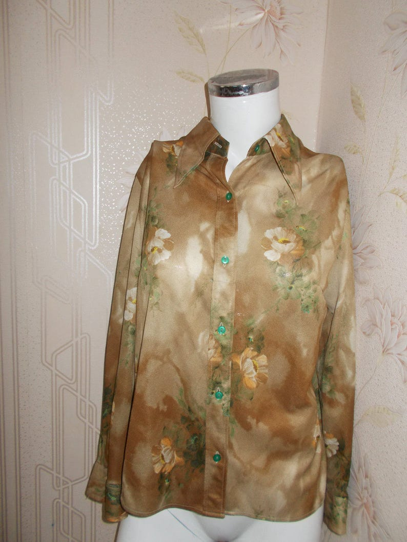 Dressy Shirt Vintage Beige with Green Flowers flowers 1980 Women Clothing Day Soviet Union USSR US Size L Russian Top Blouse Fashion Retro