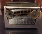 Vintage RCA Victor Impac radio