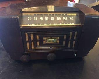 Vintage tube radio 1947 RCA Victor tabletop model 1046A