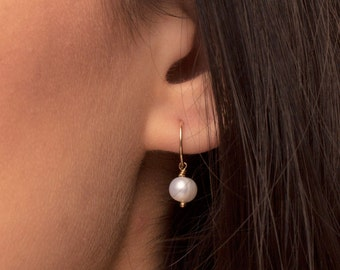 Wedding Earrings, Bridal Earrings, Pearl Drop Earrings, Gold and Pearl Earrings, Silver and Pearl Earrings.