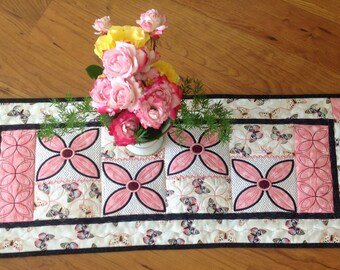 Quilted Table Runner - Daisies and Butterflies