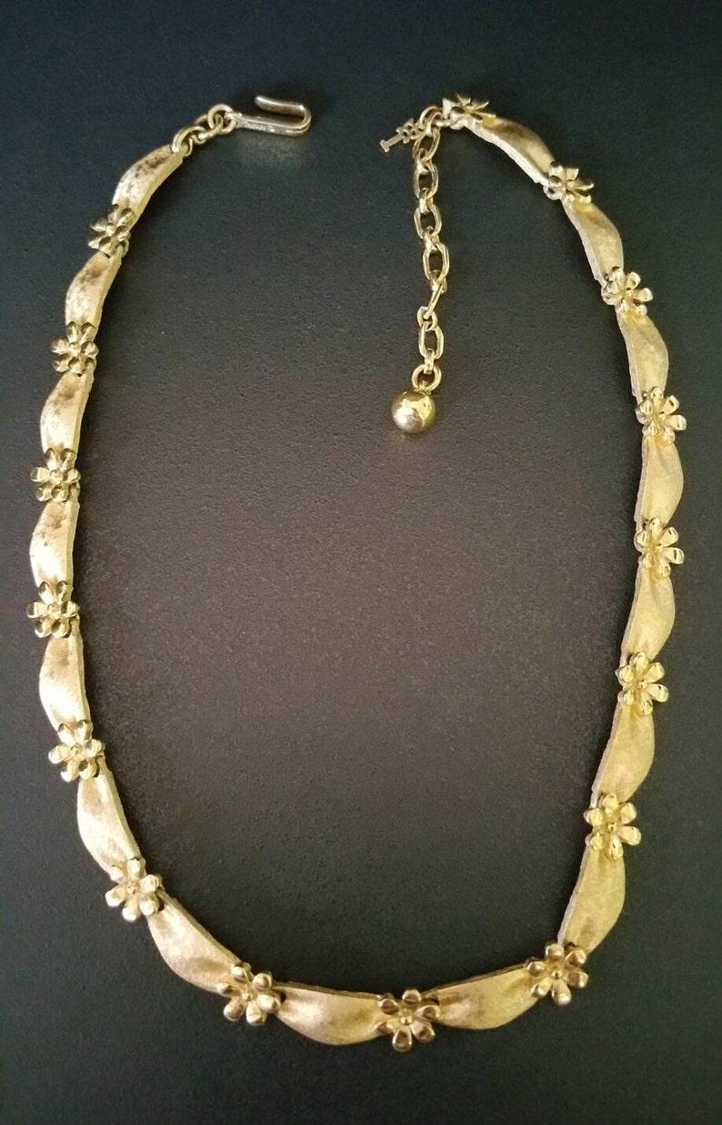 Vintage CROWN TRIFARI Necklace D-N.E-180 Gold Tone 9.2mm Elegant Crown Trifari Choker Adjustable 14.5 Inch to 16.5 Inch Hook Clasp
