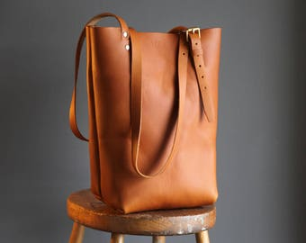 Hand stitched leather bag - with adjustable straps. Tote Bag, Handbag, handmade