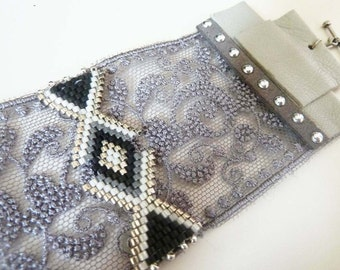 Lace cuff(headline) and weaving pearls, with grey leather