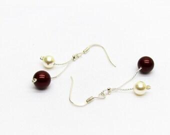 8de864f0c91 Boucles d oreilles mariage argent perles swarovski bordeaux et ivoire en  cristal sur fine chaine et attaches argent