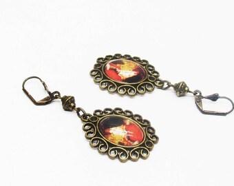 Earrings retro bronze medallions woman on fleur de lis Stud Earrings