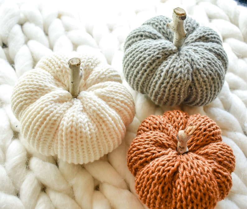 knit pumpkin // knit fall accessories // fall decor // White
