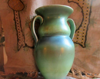 1930's pottery vase, Shorter and sons, green mottled glaze, handles, rounded body, beautiful English deco, excellent condition
