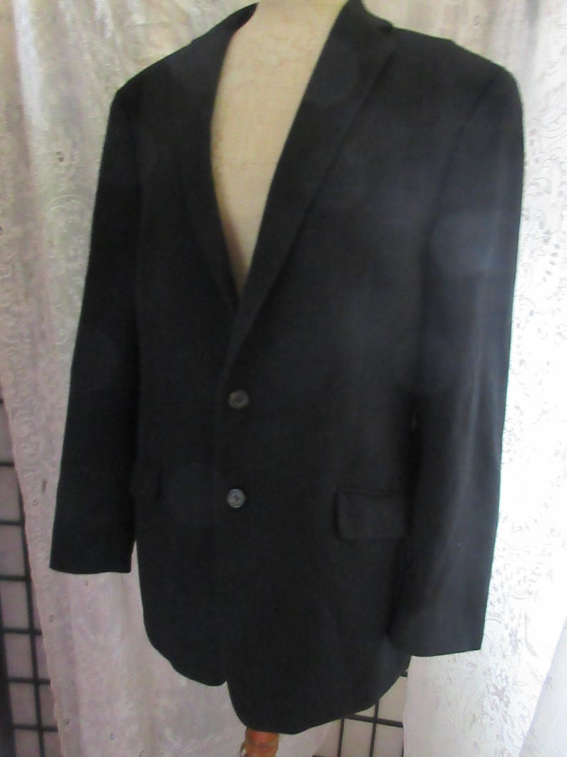 two button front gorgeous soft all cashmere men/'s blazer two flap back 4 button cuff excellent condition,size 46 beautiful tailoring