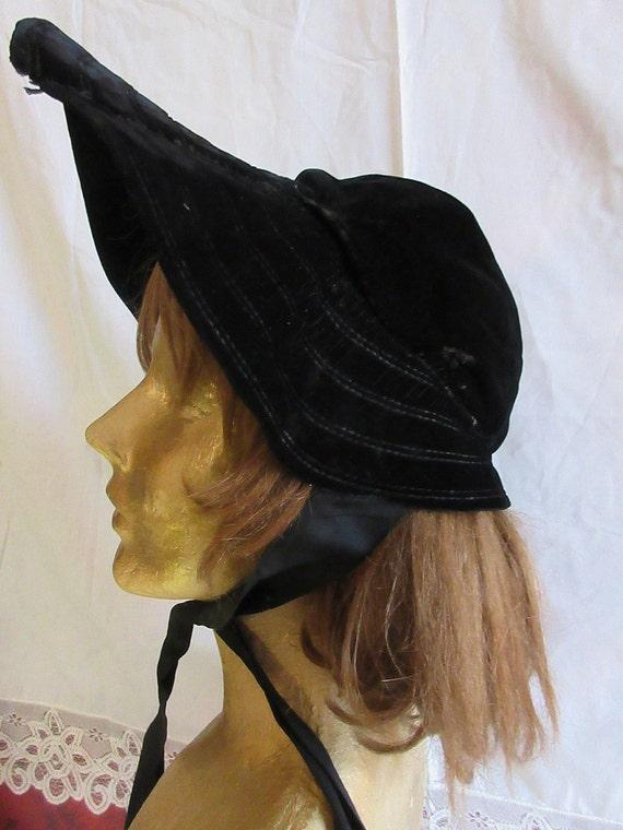 Victorian hat, bonnet, simple wide brimmed bonnet