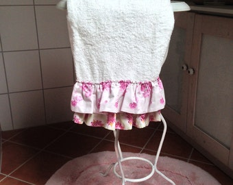 Romantic Towel 50 x 100 cm with floral ruffle