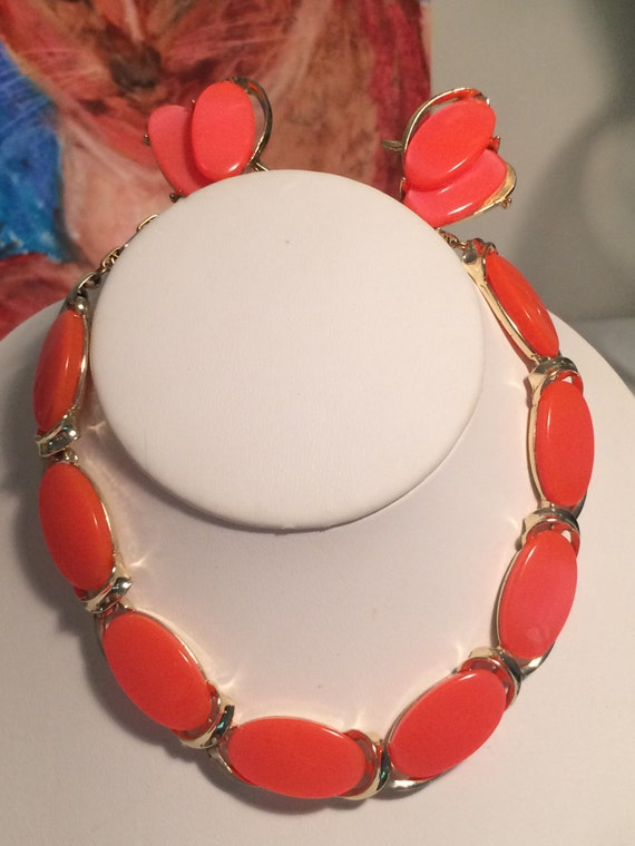 Lisner Coral Lucite Necklace