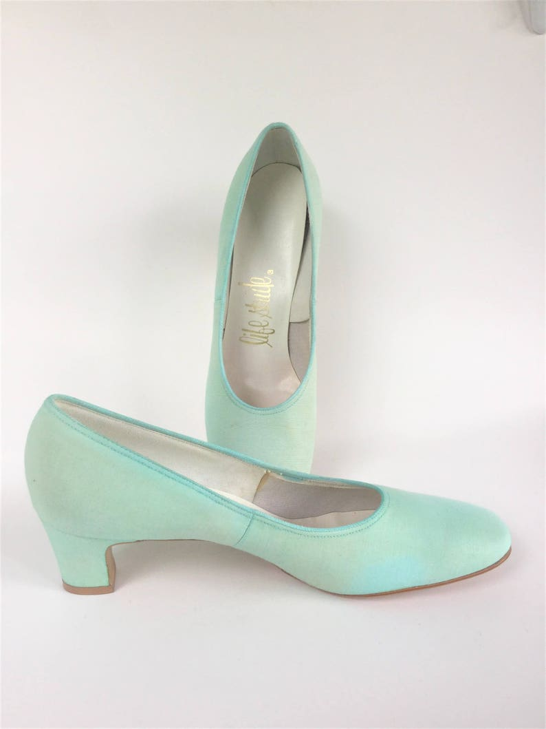 9061e1124dd03 Vintage 1960s Mint Green Pumps Sz 8AA by Life Stride