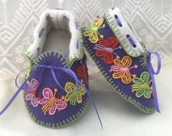 Baby Moccasins with Butterflies. Shoes in 100% Pure Wool Felt. Gift Boxed. 0-3 months OOAK