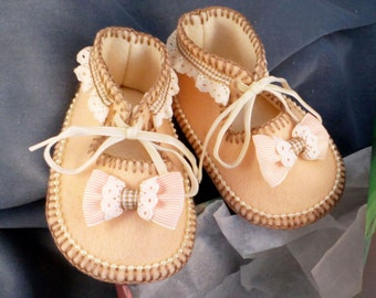 Pure Wool Felt Baby Shoes. Hand Made & Fully Lined. Gift Boxed. 0-3 months OOAK
