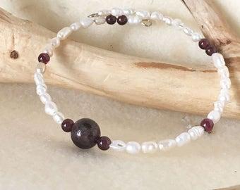 Garnet and Pearl Bangle Bracelet, Garnet and Pearl Jewelry, Garnet Bead Bracelet, Beaded Pearl Bracelet, Freshwater Pearl Bracelet Wire Wrap
