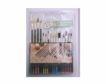 Assortment of 15 natural brushes