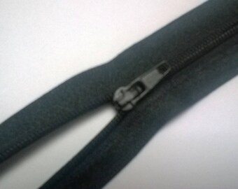 non detachable nylon zipper: 18 cm
