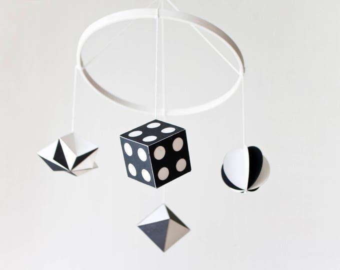 Featured listing image: Móvil Montessori Munari en blanco negro