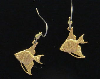 Angelfish Earrings 24 Karat Gold Plate Freshwater Long Fin Angel Fish Leaf Fish EG560