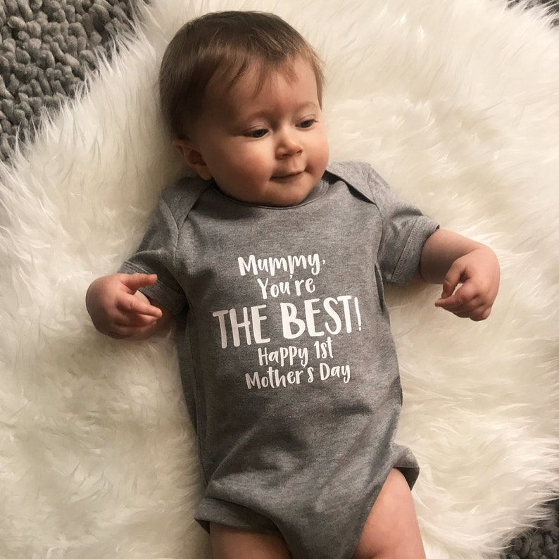 HAPPY 1ST MOTHER/'S DAY MUMMY MUM BABYGROW BABY GROW ALL SIZES MOTHERS DAY
