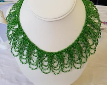 Green collar necklace