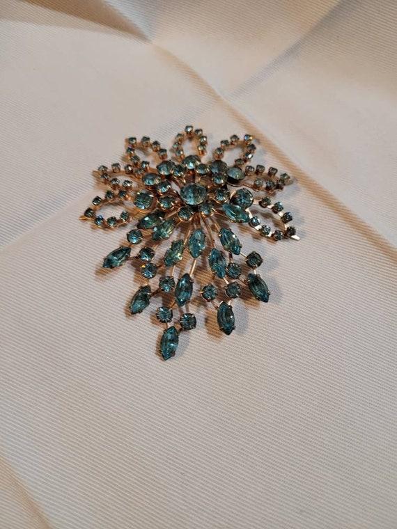 Exquisite vintage blue stone brooch, vintage blue