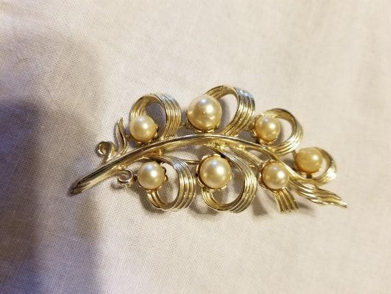 Vintage faux pearl brooch, vintage brooch, brooch - image 7