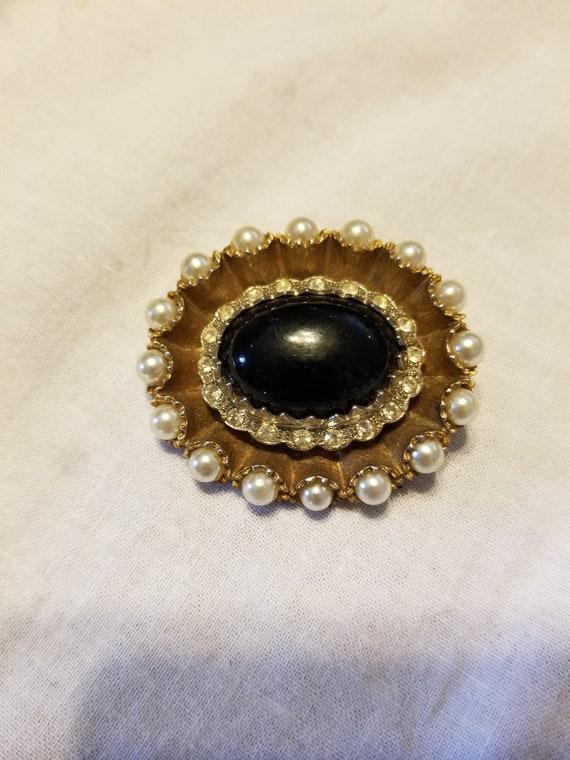 Vintage Pearl and black stone brooch, vintage pea… - image 1
