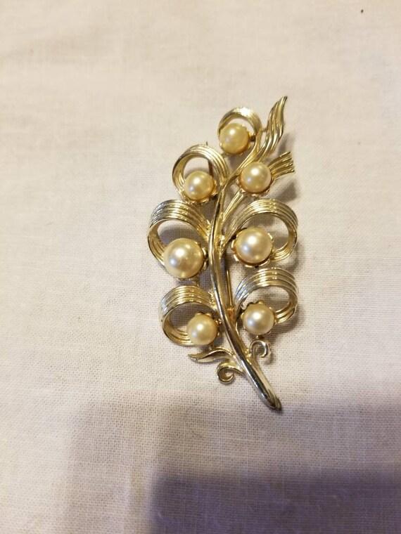 Vintage faux pearl brooch, vintage brooch, brooch - image 4