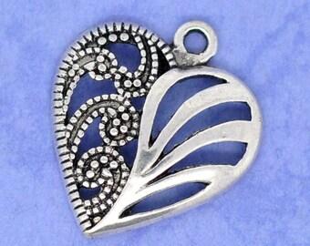 Lot de 10 gros pendentifs argentés forme coeur