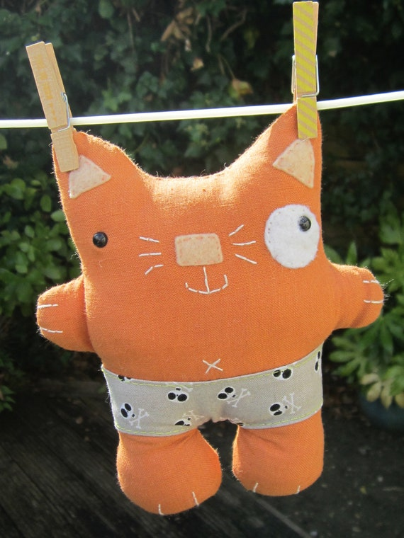 Soft linen hand made hand embroidered cat - Vernon