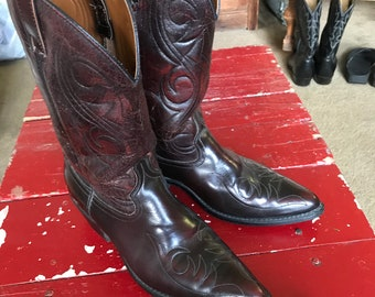 5bdf2630c8e Acme Men s Burgundy Distressed Leather Western Cowboy Boots. Size 9 1 2 D  USA Excel Cond.