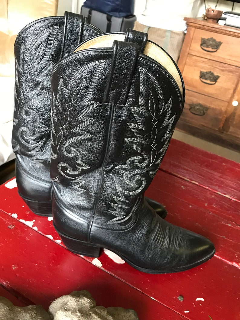 Beautiful Dan Post Men/'s Black Leather Cowboy Boots With Fancy Stitching Sz 912 D Unisex Like New Condition