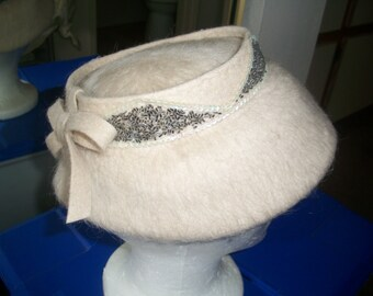 """1950's Mohair Wide Brim Saucer Hat. Beige Embellished Sequins & Beads Day Hat. The Fifties """" New Look"""" Style. Has Union Tag."""