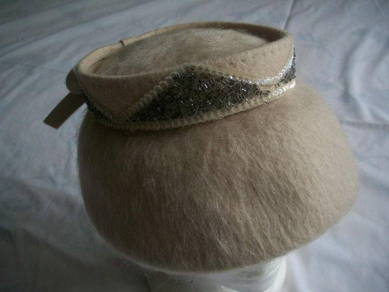 1950/'s Mohair Wide Brim Saucer Hat Beige Embellished Sequins /& Beads Day Hat The Fifties  New Look Style Has Union Tag.