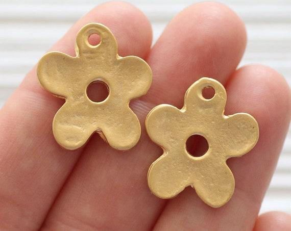 2pc daisy charm, gold flower pendant, daisy pendant, daisy earrings dangle, gold daisy, gold flower charm, large leaf flower, cute daisy