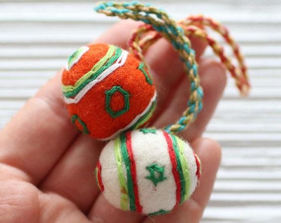 Pom pom bag charm, multicolor felt pom poms with hanger, detachable handbag charm, multicolor pom poms for keychains purses, pom pom decor