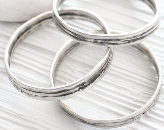 Large silver round pendant connector, loop jewelry connector, silver bracelet, extra large focal pendant, hammered hoop, large ring, SB1