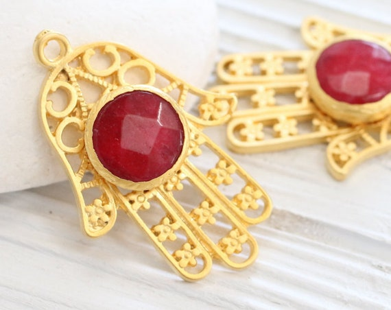 Gold filigree Hamsa pendant with gemstone, red jade pendant, gold Hamsa pendant, red gemstone pendant, filigree jade pendant, Hand of Fatima