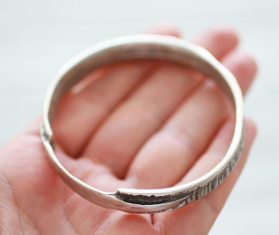 Large silver round pendant connector, loop jewelry connector, silver extra large focal pendant, ring, hammered tribal hoop pendant, SB2