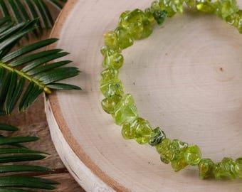 PERIDOT Chip Bracelet - Peridot Bead Jewelry, Healing Crystal Bracelet, Peridot Crystal Bracelet, Peridot Stone Stretch Bracelet E0646