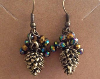 Pine cone and crystal charm earrings, pine cone and crystal cluster earrings, pine cone earrings, emerald crystal and pinecone earrings