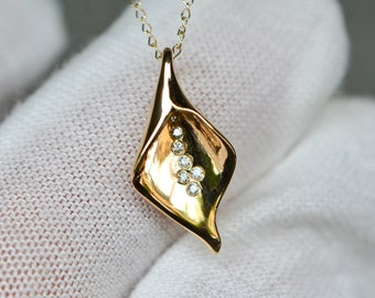 Diamond Lily Necklace 14k Gold, April Birthstone Pendant, Birthday Gift for Women, Anniversary Gift for Wife, Gift for Nature Lover Gift Her