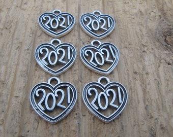 2021 charm, 2021 heart charm, graduation charm, charm for jewelry, 2021 heart shaped charm. graduation charm, bulk charms