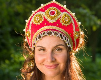 Russian traditional hat kokoshnik Annushka