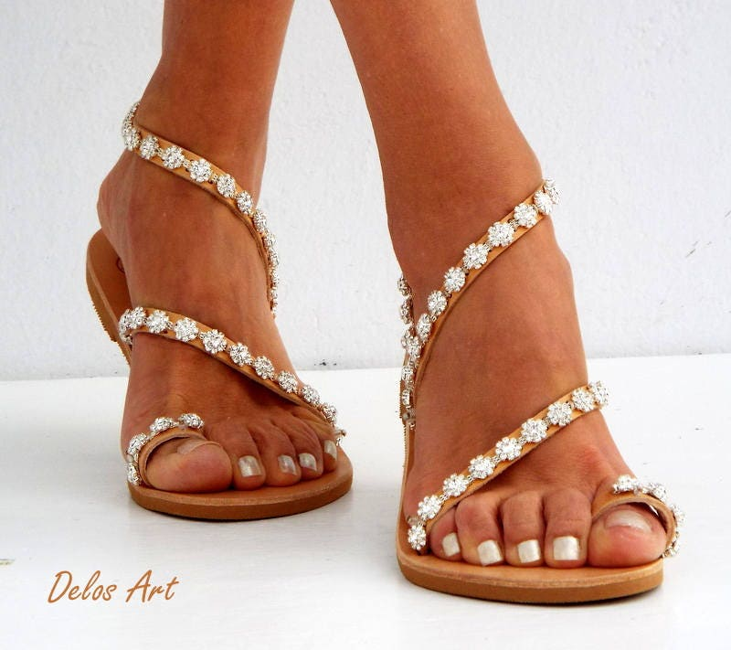 673054335 Crystal silver flowers Bridal sandals